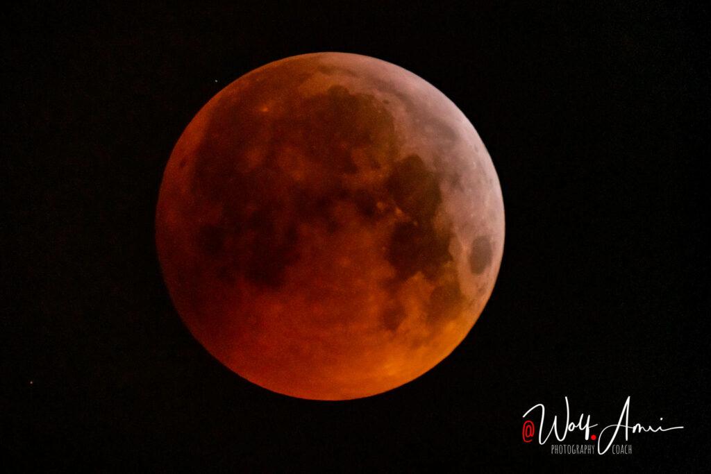 lunar eclipse long shutter speed